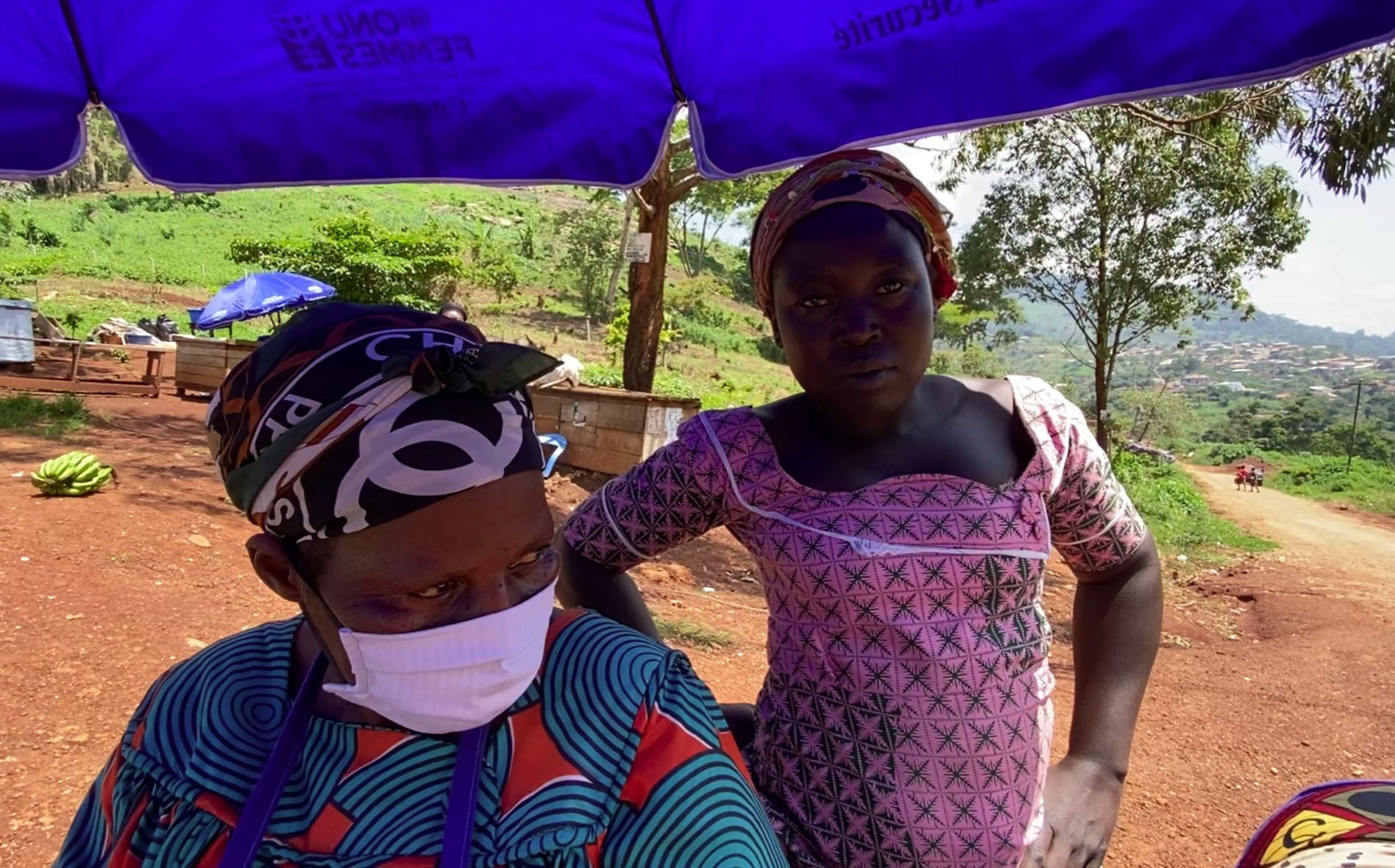 Voici pourquoi les femmes sont au cœur de la lutte contre la COVID-19 au Cameroun